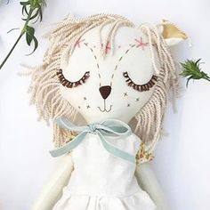 Only one word, ADORABLE! @leesieandpip is celebrating her shop being open one year by giving away this very sweet doll as a GIVEAWAY! How happy for her! How HAPPY for us! #marmmieandmesews #katydidforest #woodlandelf #heirloomdoll #handmadedoll #children #dollies