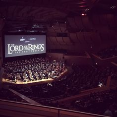 The Lord of the Rings movie accompanied live on stage by 250 musicians (symphony orchestra chorus & soloists). #culture #munich #munichinside #gasteig #oscarwinner #lotr @lotr2015 #concert #livemusic #happyhumpday #100happydays 92 #friends #incredible #goingtobehummingthisforawhile #epic #tolkien #peterjackson #howardshore #philharmonic