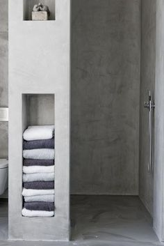 7 Amazing Bathroom Design Ideas (That Will Trend In For the past year the bathroom design ideas were dominated by All-white bathroom, black and white retro tiles and seamless shower room Bad Inspiration, Bathroom Inspiration, Bathroom Inspo, Bathroom Styling, Interior Inspiration, All White Bathroom, Concrete Bathroom, Concrete Shower, Towel Storage
