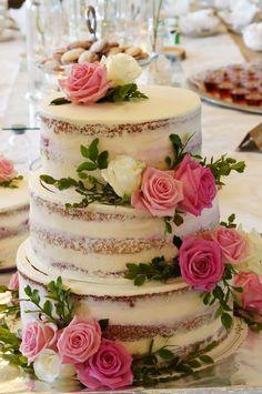 Honkimetsän Herkun Rakkaudella-hääkakku on Suomen Kaunein Hääkakku 2018! Via Häät.fi Fruit Wedding Cake, Summer Wedding Cakes, Floral Wedding Cakes, Wedding Cake Rustic, Rustic Cake, Beautiful Wedding Cakes, Beautiful Cakes, Amazing Cakes, 60th Anniversary Cakes