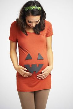 Top 31 Best Pregnant Halloween Costumes for 2018! #pregnanthalloweencostumes #halloweencostumes #halloween Costume Halloween, Pregnant Halloween Costumes, Pumpkin Costume, Diy Costumes, Halloween Diy, Maternity Halloween, Halloween 2020, Costume Ideas, Family Halloween