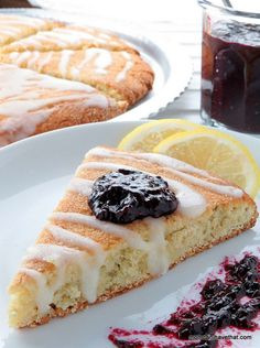 Lemon-Ginger Scones | Low carb, Gluten-free, Dairy-free & Paleo | momcanihavethat.com