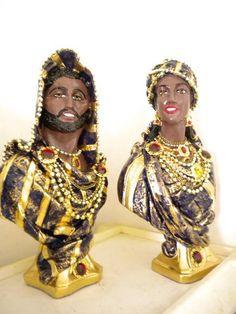 Peças em gesso decorada com pedras e bijouterias. Tambem vendido separadamente. Cores de cordo com a preferencia do comprador. R$ 96,00