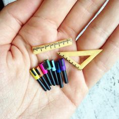Doll house miniatures tiny things 19 Ideas for 2019 Fun Diy Crafts, Doll Crafts, Marker, Cool Fidget Toys, Diy Doll Miniatures, Barbie Dolls Diy, Mini Craft, Ideias Diy, Cute Clay