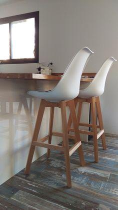 Lot de deux tabourets de bar design blancs et bois PAULINE - Miliboo Eames, Chaise Bar, Eero Saarinen, Dorm Room, Bar Stools, Lockers, Living Room, Kitchen, Table