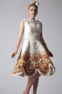Chloe Davies - Dress made out of teabags.