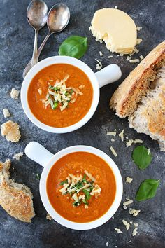 Roasted Cauliflower Red Pepper Soup is an easy and healthy soup for a cold day! #vegetarian #glutenfree #cauliflower #soup #souprecipe #easyrecipes