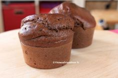 Fluffy muffins made with whey protein and buckwheat flour (gluten-free flour). Sweetened with Sukrin Gold (erythritol), these sugar-free muffins taste like the real deal, with 158 kcal per muffin. Protein Cupcakes, Protein Muffins, Protein Cookies, Healthy Muffins, Healthy Protein Shakes, Protein Foods, Whey Protein, Low Carb Bars, High Protein Low Carb