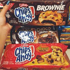 Find images and videos about yummy, brownie and snacks on We Heart It - the app to get lost in what you love. Best Junk Food, Junk Food Snacks, Sleepover Food, Chewy Brownies, Food Out, Cute Desserts, Food Platters, Aesthetic Food, Food Cravings