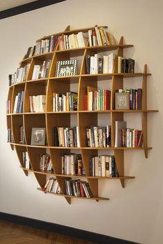 Une bibliothèque en forme de bulle, de quoi mettre en valeur ses livres avec style !