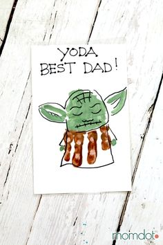 Fathers Day Crafts Discover Yoda Best Dad Hand Print Card - MomDot Yoda Man Handprint card Perfect Fathers Day Card idea with Yoda Kids Fathers Day Crafts, Fathers Day Art, Happy Fathers Day, Good Fathers Day Gifts, Fathers Day Ideas, Toddler Fathers Day Gifts, Dad Crafts, Diy Gifts For Mothers, Fathers Day Photo