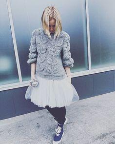 Объемный свитер в наличии✅ #свитерлисточки #anyalaknit #luglook #петербург #вязаниеназаказ