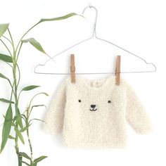 Learn How to Make this adorable Knitted Baby CARDIGAN. FREE Step by Step Pattern & Tutorial. A different way of making a Knitted Baby Cardigan! Baby Romper Pattern, Baby Sweater Knitting Pattern, Knitted Baby Cardigan, Easy Knitting Patterns, Baby Patterns, Baby Knitting, Free Knitting, Sweater Patterns, Cardigan Bebe