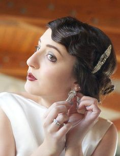 '20's vintage hairstyle - I love the clip...& earrings...& dress...& hairstyle...