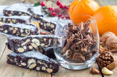 What are your favorite healthy holiday season recipes? Alisa of Flo Living shares healthy but sweet holiday recipes. Christmas Desserts, Holiday Treats, Holiday Recipes, Christmas Recipes, Healthy Desserts, Dessert Recipes, Healthy Recipes, Healthy Meals, Flo Living