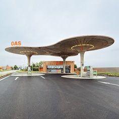 se - Architecture (Gas Station by Atelier SAD) Space Architecture, Amazing Architecture, Classical Architecture, Old Gas Stations, Googie, Art Deco, Brutalist, Interior Exterior, Mid-century Modern