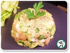 Tartar de salmón con aguacate y wasabi