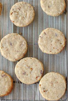 Eat Yourself Skinny!: Pecan Sandies