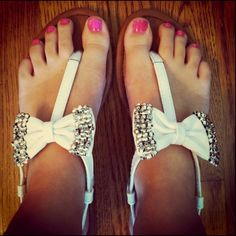 <3 bow sandals!