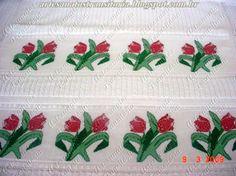 Ponto cruz tulipas em jogo de toalhas