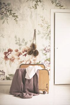 Wallpaper BLOSSOM  Photo & Styling: www.mokkasin.blogspot.se www.mrperswall.se  www.mrperswall.com