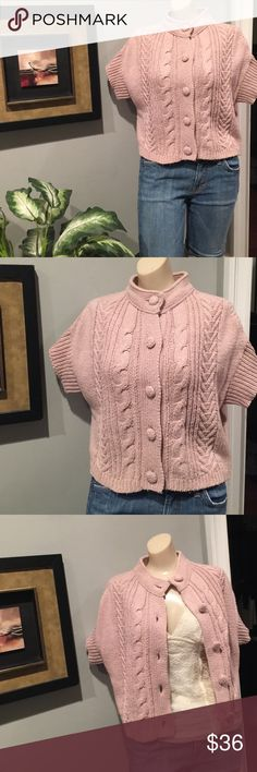 Crop Cable Knit Sweater Sz M Crop Cable Knit short sleeve sweater. Worn, look, great with long sleeve Tshirt & jeans for cool spring days Liz Claiborne Sweaters Crew & Scoop Necks