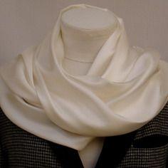 Echarpe , étole soie brochée blanche
