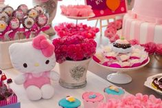 Uma das personagens preferidas da minha filhota é a Hello Kitty. Quando eu me lembro que a gatinha já existia na minha infância, penso como é impressionant Girl Birthday Themes, Baby Birthday, Cat Party, Kids, Hello Kitty Birthday, Party Ideas Kids, Party Kit, Kids Part, Picnic