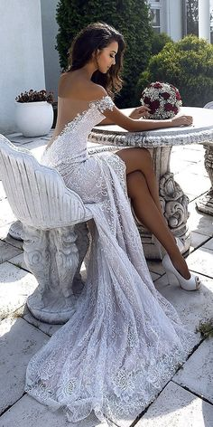 What an amazing wedding dress! - What an amazing wedding dress! What an amazing wedding dress! Popular Wedding Dresses, Sexy Wedding Dresses, Princess Wedding Dresses, Bridal Dresses, Dresses Dresses, Wedding Gowns, Fashion Dresses, Older Bride, Amazing Wedding Dress