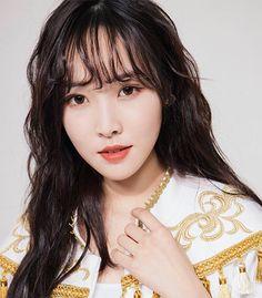 Kpop Girl Groups, Korean Girl Groups, Kpop Girls, Gfriend Yuju, Gfriend Sowon, Red Velvet Photoshoot, Gfriend Profile, Japanese Singles, Cloud Dancer