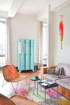 Casinha colorida: Um tour por um prédio e seus apartamentos coloridos