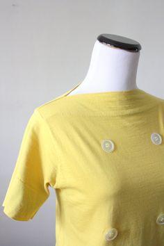 vintage 1950's knit mustard topthe neckline