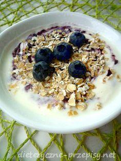 Owsianka to najbardziej znane zdrowe śniadanie, które dostarcza energii, witamin i minerałów na cały dzień. Tym razem proponuję Ci przepis na pyszną owsiankę z borówkami amerykańskimi lub jagodami.…