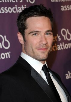 Pictures & Photos of Luke Macfarlane - IMDb