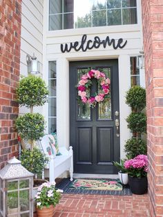 Here's some inspiration for decorating your front porch for summer and warm weather ☀️  📷: Welcoming Home