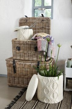 company picnic Wicker, knit basket Style The Stylish Academic Vibeke Design, Knit Basket, Recycled Sweaters, Hat Boxes, Diy Décoration, Winter House, Handmade Home Decor, Wicker Baskets, Picnic Baskets