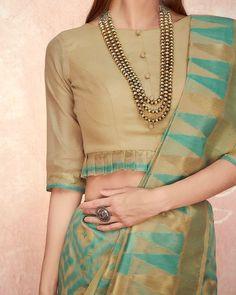 Designer Lehengas, Designer blouses, Kurtis and Kids wear Inspiration . DM for credits & removal❤ . Saree Blouse Neck Designs, Fancy Blouse Designs, Indian Blouse Designs, Traditional Blouse Designs, Saree Blouse Patterns, Sari Design, Designer Kurtis, Designer Wear, Blouse Lehenga