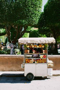 tarynkent: San Miguel de Allende, Mexico (A Life Lived Well) Fruit Stands, Food Stands, Plum Pretty Sugar, Smoothie Bar, Mexico Travel, Street Food, Summer Time, Inspiration, Aesthetics