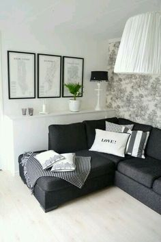 Cushion arrangements with throw