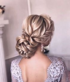 50 Chic and Elegant Wedding Hairstyles Ideas for Bridal 2019 Page 3 of 5 Sofly. - - 50 Chic and Elegant Wedding Hairstyles Ideas for Bridal 2019 Page 3 of 5 Soflyme Evening Hairstyles, Homecoming Hairstyles, Bride Hairstyles, Elegant Hairstyles, Hairstyle Ideas, Easy Hairstyle, Retro Wedding Hair, Wavy Wedding Hair, Wavy Hair