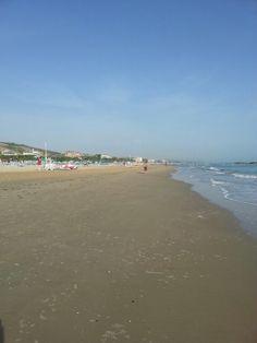 La lunga spiaggia di roseto degli abruzzi
