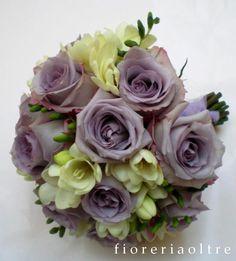 Fioreria Oltre/ Bridal bouquet/ Lilac roses and white freesias
