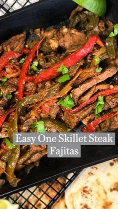 Steak Dinner Recipes, Easy Dinner Recipes, Healthy Steak Dinners, Healthy Fajitas, Healthy Steak Recipes, Steak Meals, Easy Steak Fajitas, Chicken Fajitas, Steak Fajita Recipe