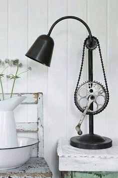 Reutilizar la cadena de la bici para hacer una lampara :)