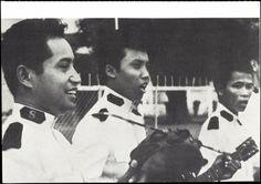 Historische Postkarte: Heilsarmee-Kadetten musizieren in Indonesien