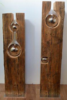 Alter Holzbalken mit Silberkugel IV und V