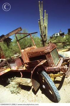 Old abandoned truck from 1930's, Route 66, Arizona, USA
