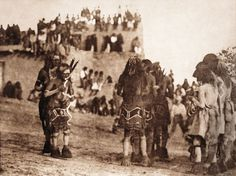 """Snake dancer and """"hugger"""" (The North American Indian, v. Norwood, MA, The Plimpton Press) - Hopi Indians, Pueblo Indians, Native American Tribes, Native American History, American Life, Pueblo Tribe, First Nations, Indian Art, Old Pictures"""