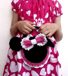 Crochet Purses Patterns Ravelry: Minnie Mouse Crochet Purse Pattern pattern by Beauty Crochet Pattern - This purse is absolutely fashionable accessory for every Minnie's fan! Crochet Shell Stitch, Bead Crochet, Cute Crochet, Crochet For Kids, Crochet Toys, Crochet Baby, Crochet Mickey Mouse, Crochet Disney, Minnie Mouse