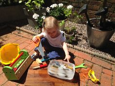 Ice Block Treasure - great way to amuse the children on a hot day. www.thewobblyjelly.wordpress.com